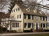 """США: дом с привидениями """"Ужас Амитвилля"""" дом продан за $1,1 млн"""