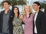 Режиссер Дуг Лиман с актерами Лираз Чархи, Наоми Уоттс и Халедом Набауи. Канны, май 2010 года