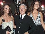 Сильвана и Роберта Армани с дядюшкой Джорджио Армани. Октябрь 2000 года