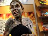"""""""Самая иллюстрированная женщина в мире"""" разделась перед посетителями BookExpo"""