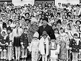 Николае Чаушеску - лучший друг румынских детей. 1985-й год