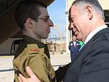 """Гилад Шалит после прибытия на базу """"Тель-Ноф"""". 18 октября 2011 года"""