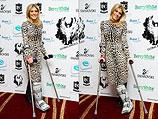 """Премия """"всемирных ангелов"""": израильтянка Хофит Голан явилась на церемонию на костылях. Лондон, 2 декабря 2011"""