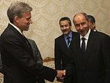 Джон Кристофер Стивенс (слева) во время встречи с ливийским руководством. Триполи, 7 июня 2012 года