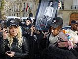 Акция FEMEN около посольства Египта в Париже. 15 декабря 2012 года