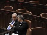 Вотумы недоверия были поданы различными оппозиционными фракциями в связи с бюджетными сокращениями и повышением налогов, планируемыми министерством финансов