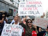 Около здания Миланского суда после вынесения приговора. 24 июня 2013 года