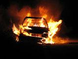 В Кармиэле взорвался припаркованный на улице автомобиль