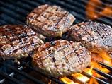 Ученые зажарили и съели первый искусственный гамбургер