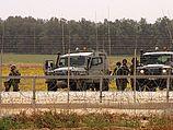 Израильские военные обстреляли палестинцев, пытавшихся повредить забор безопасности