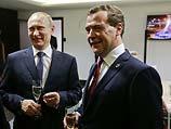 """Путин почти втрое поднял зарплату себе и Медведеву """"в целях обеспечения соцгарантий"""""""