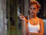 Среди мужчин, отвечавших на наши вопросы, курящих было 37%, среди женщин – 35%.