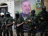 "Боевики ""южной бригады"" ХАМАС на фоне портрета Мухаммада Абу Шамлэ. Рафах, 28 августа 2014 года"