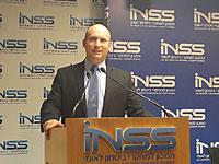 Речь Нафтали Беннета на конференции INSS в Герцлии была прервана выкриками из зала