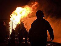 В России взорвался нефтяной резервуар, два человека погибли