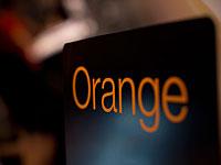 Акция протеста прошла возле офисов компании Orange в Париже