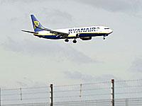 Пассажирский самолет совершил экстренную посадку в аэропорту Варшавы в связи с подозрением о бомбе