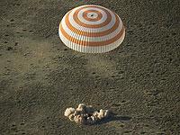 Капсула с экипажем МКС успешно приземлилась в Казахстане
