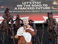 Вивьен Вествуд на одной из акций протеста против добычи сланцевого газа
