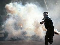 Арабы бросили бутылку с зажигательной смесью, пострадали мать и двое детей