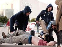 """Активисты поселенческого движения демонстрируют """"методы ШАБАКа"""""""