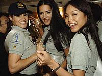 """Моника Спир (в центре) и другие участницы конкурса """"Мисс Вселенная"""". Бангкок-2005"""