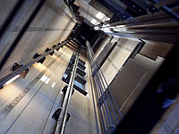В Кирьят-Моцкине погиб строитель, сорвавшись в шахту лифта