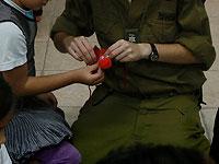 """""""Едиот Ахронот"""": Либерман распорядился прекратить любые контакты солдат ЦАХАЛа с семьями африканских нелегалов"""