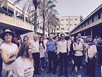 """дед Форер (""""Наш дом Израиль"""") на акции протеста на территории школы """"Шевах Мофет"""". 1 сентября 2016 года"""