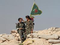 """Девушки из курдских """"Отрядов народной самообороны"""""""