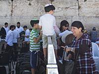 ШАС предлагает законодательно запретить проведение у Стены плача совместных молитв мужчин и женщин