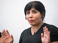 Неда Амин во время пресс-конференции