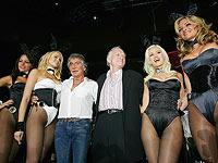 Хью Хефнер (третий справа) в 2005 году