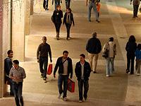 Муниципалитет Ашдода раздал владельцам работающих по субботам магазинов предупреждения о закрытии