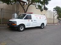 В Петах-Тикве автомобиль сбил женщину, пострадавшая в тяжелом состоянии